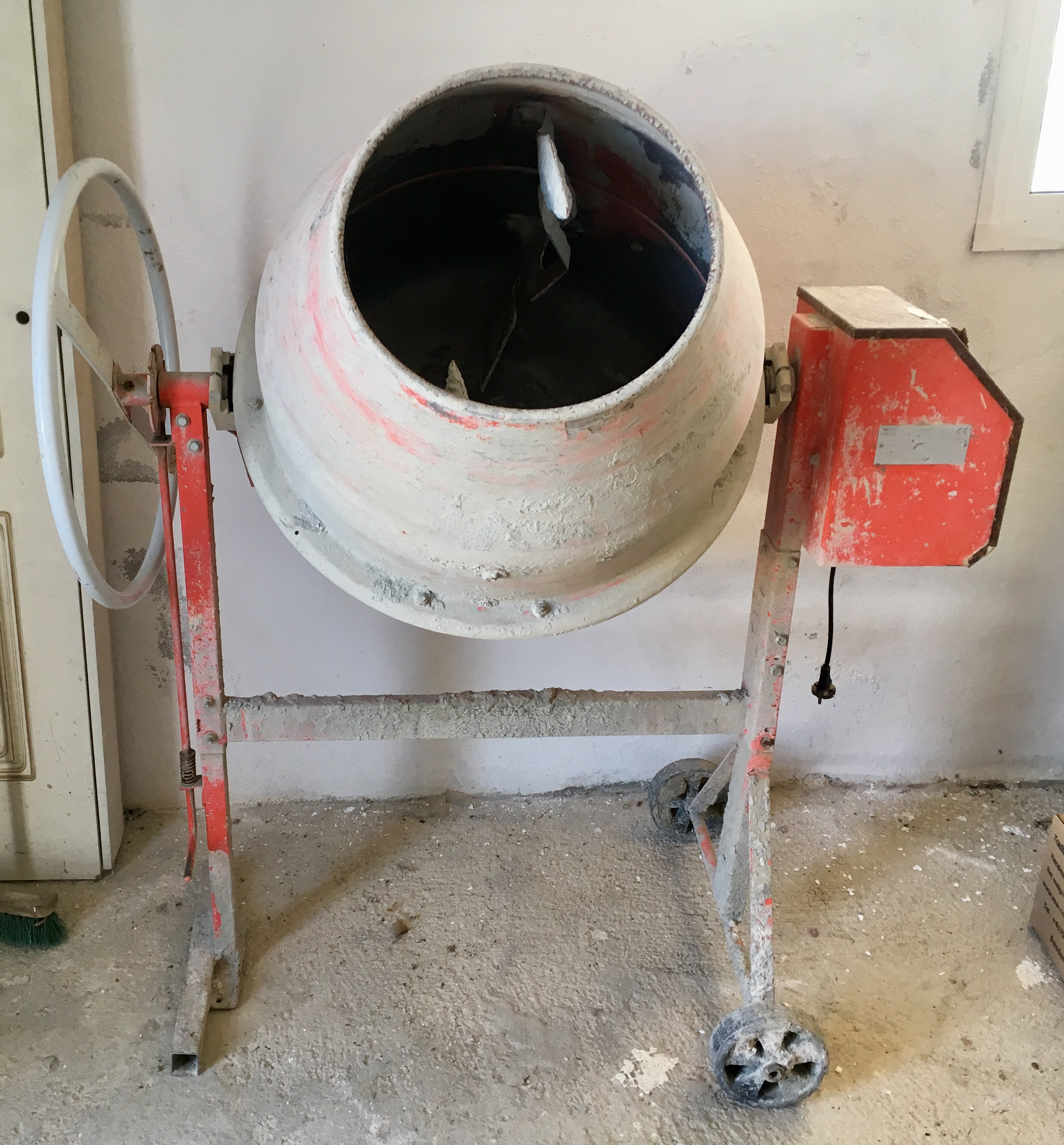 For sale: Electric Cement mixer