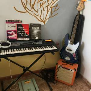 For sale: Base Guitar with Amplifier