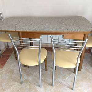For sale: Kitchen table and 6x chairs - €25