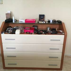 For sale: Bedroom chest of drawers - €25