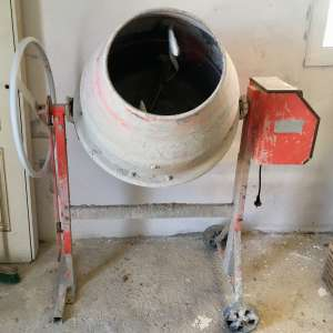 For sale: Electric Cement mixer - €125